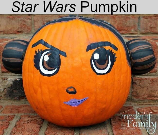 Citrouille décorée de la princesse Leia.
